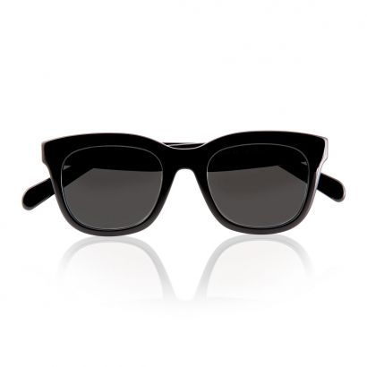 Pretty with black polarized lenses